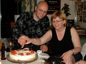 Det begynner å ble en stund - og en del kilo - siden vår ti års bryllupsdag, men vi gleder oss fremdeles over livet sammen...